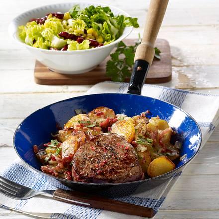 Pfeffersteak mit Bratkartoffeln und Salat Rezept