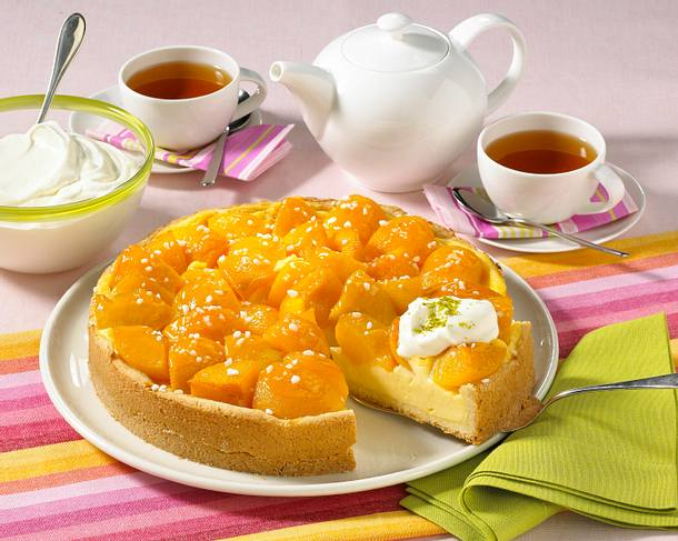 Pfirsich-Pudding-Kuchen mit frischen Früchten Rezept