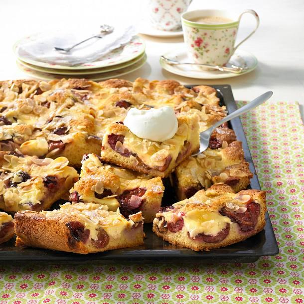 Pflaumen-Blechkuchen mit Mandelkruste Rezept