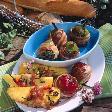 Pflaumen, Feigen und Ananas mit Speck umwickelt Rezept