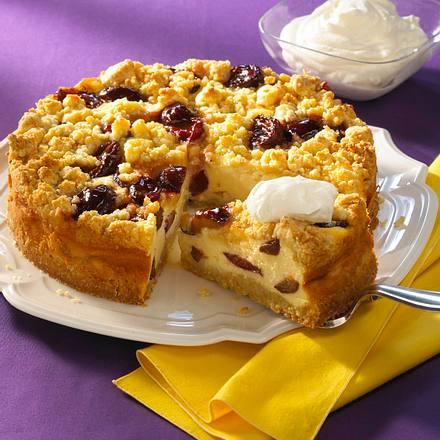 Pflaumen-Käse-Torte mit Marzipanstreuseln Rezept