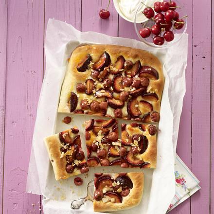 Pflaumen-Kirschkuchen mit Mandelkrokant Rezept