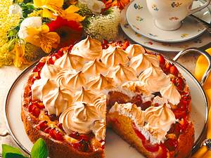 Pflaumen-Marzipan-Kuchen mit Baiserhaube Rezept