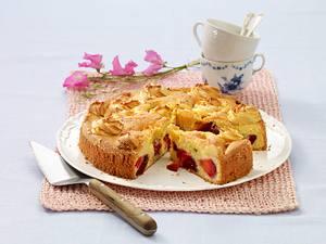 Pflaumen-Sandkuchen mit Makrönchen Rezept