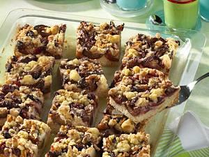 Pflaumenblechkuchen auf Hefeteig mit Walnuss-Streuseln Rezept