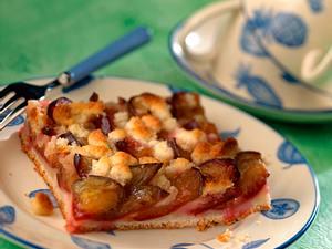Pflaumenkuchen mit Marzipan-Streuseln vom Blech Rezept