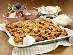 Pflaumenkuchen vom Blech mit Makronengitter Rezept