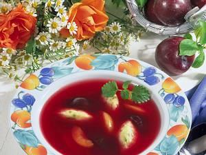 Pflaumensuppe mit Grießklößchen Rezept
