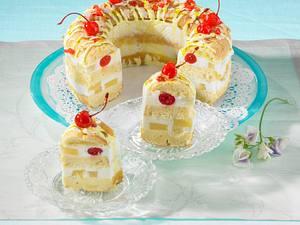 Piña-Colada-Kranzkuchen mit Zuckerguss Rezept