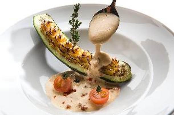 Picandou-Ziegenkäse in der Zucchini gegrillt mit Tomatensabayone Rezept