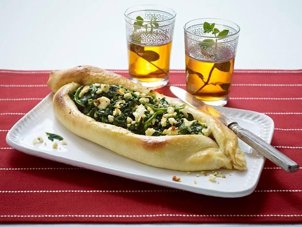 Pide (Hefeteigfladen) mit Spinat und Feta Rezept
