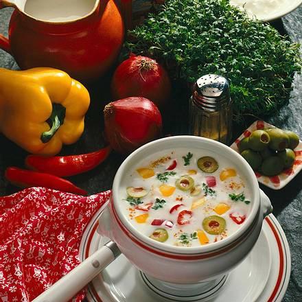 Pikante Joghurt-Buttermilchsuppe Rezept