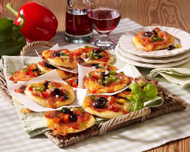 Pikante Mini-Pizzen mit Salami und Paprika Rezept