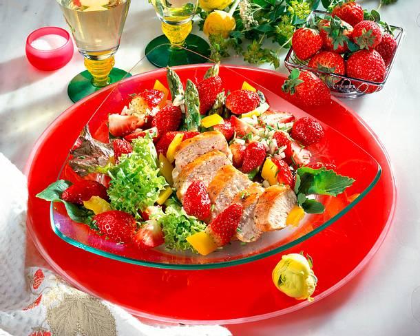 Pikanter Salat mit Erdbeeren Rezept