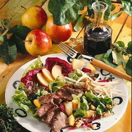 Pikanter Salat mit Lammfilet Rezept
