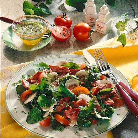 Pikanter Salat-Teller Rezept