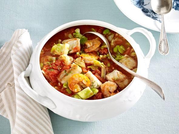 Pikanter Tomaten-Fischeintopf mit dicken Bohnen, Spitzkohl und Dill Rezept