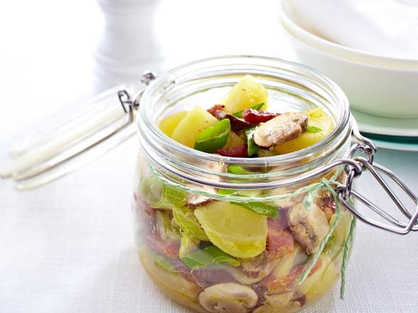 Pilz-Kartoffelsalat mit Lauchzwiebeln und Speckdressing Rezept