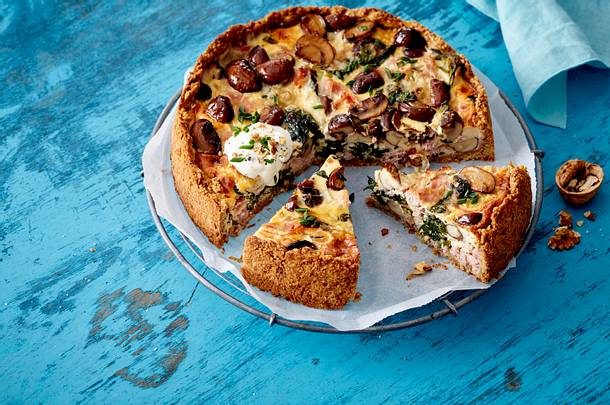 Pilz-Kuchen mit Roggen und Schmand Rezept
