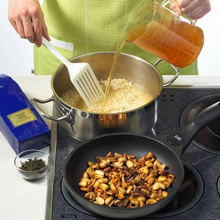 pilz risotto kochen mit tee rezept chefkoch rezepte auf kochen backen und. Black Bedroom Furniture Sets. Home Design Ideas