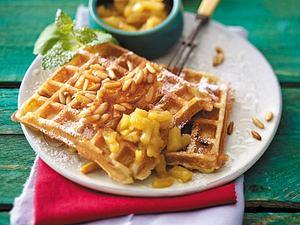 Pinienkernwaffeln mit Karamell-Ananas Rezept