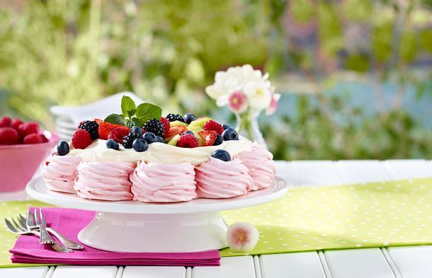 Pink Berry Pavlova Rezept