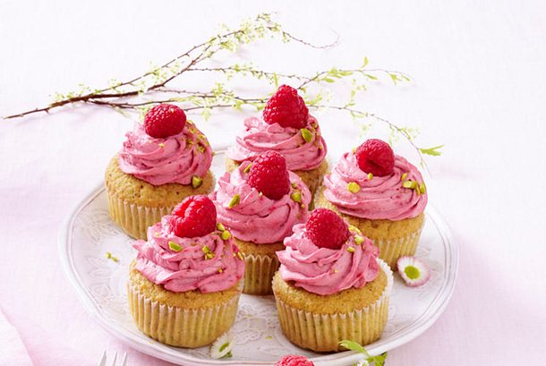 Pistazien-Cupcakes mit Himbeer-Mascarpone-Topping-F8459402