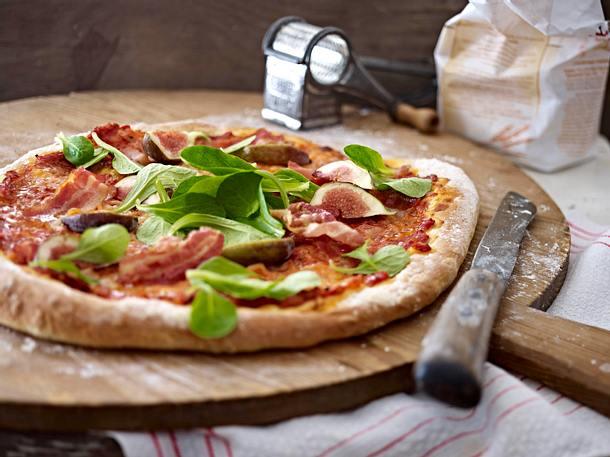 Pizza mit Feigen & Bacon Rezept