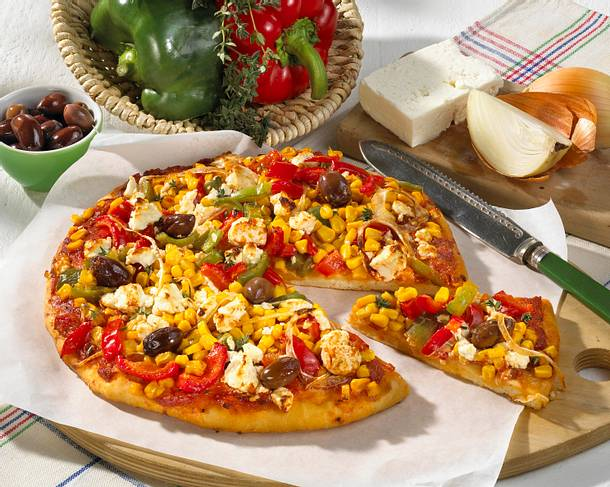 Pizza mit Feta und Mais Rezept