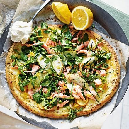 Pizza mit geräucherter Forelle Rezept