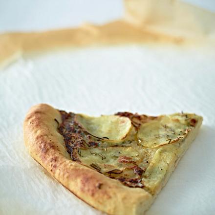 Pizza mit Kartoffeln, Gorgonzola und Rosmarin Rezept