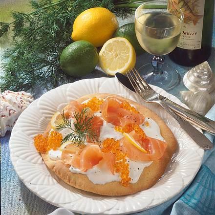 Pizza mit Räucherlachs und Kaviar Rezept