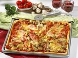 Pizza mit Schinken, Champignons und Käse Rezept