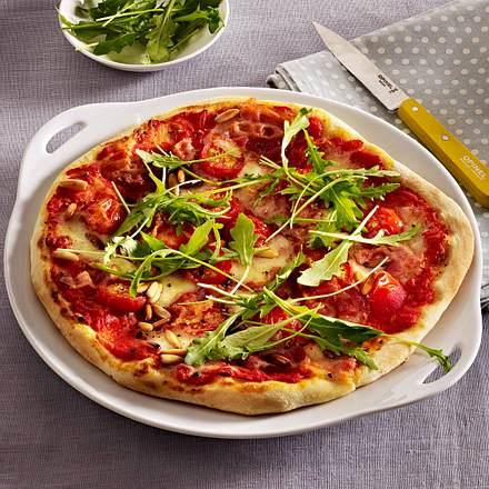 Pizza mit Speck und Rauke Rezept
