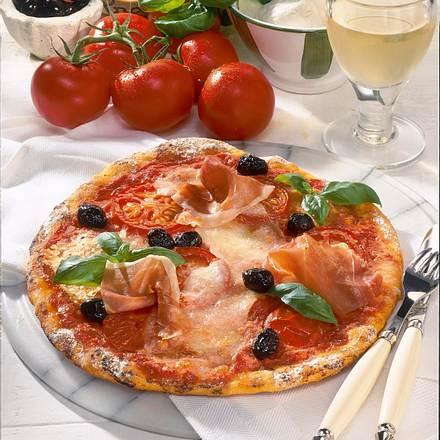 pizza mit tomaten mozzarella und schinken rezept. Black Bedroom Furniture Sets. Home Design Ideas
