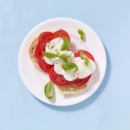 Pizza-Toast mit Tomate, Mozzarella und Basilikum Rezept