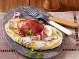 Pizza-Zungen mit Gorgonzola, Birnen und Tiroler Speck Rezept