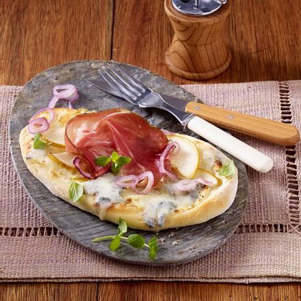 pizza zungen mit gorgonzola birnen und tiroler speck rezept chefkoch rezepte auf. Black Bedroom Furniture Sets. Home Design Ideas