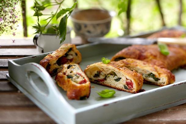Pizzarolle mit Spinat und getrockneten Tomaten Rezept