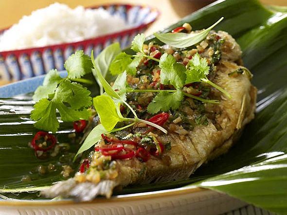 Plaa Nin Laat Prik Bai Horapa (Fisch mit Chili-Basilikum-Sauce) Rezept