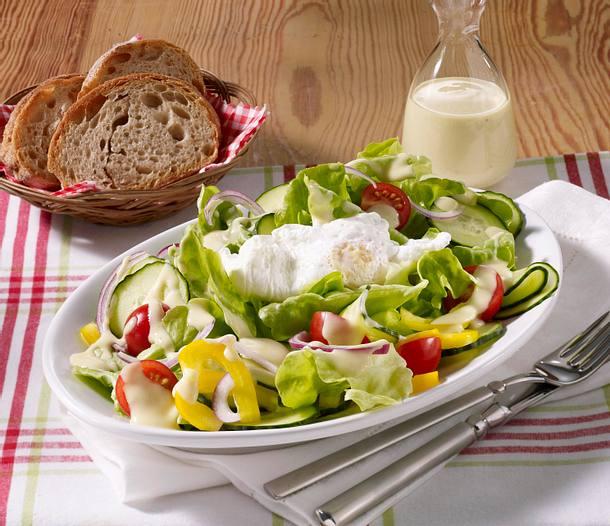Pochierte Eier auf Salat Rezept
