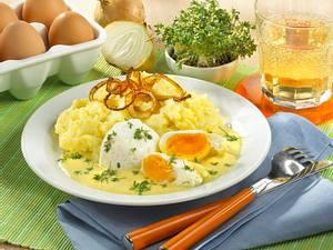 Pochierte Eier in Senfsoße mit Kartoffelbrei Rezept