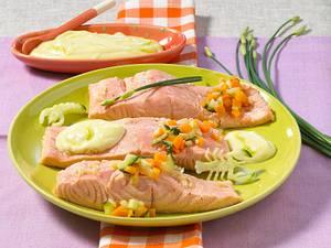 Pochierter Lachs mit Wasabi-Aioli Rezept