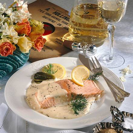 Pochierter Lachs mit Weißwein-Meerrettichsoße Rezept