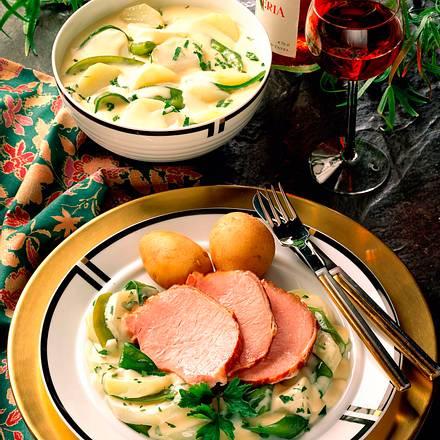 Pochiertes Kasseler auf Crème fraîche-Gemüse Rezept