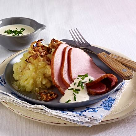 Pochiertes Kasseler zu Birnen-Kartoffelpüree mit Meerrettich-Schmand Rezept