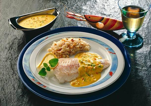 Pochiertes Schellfischfilet in Gemüse-Curry-Bechamel Rezept
