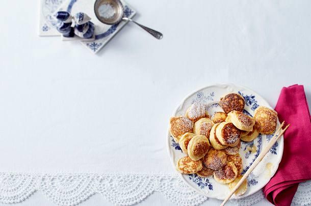 Poffertjes (Minipfannkuchen mit Puderzucker und Butter) Rezept