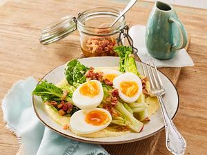 Polenta mit Römersalat und wachsweichem Ei Rezept