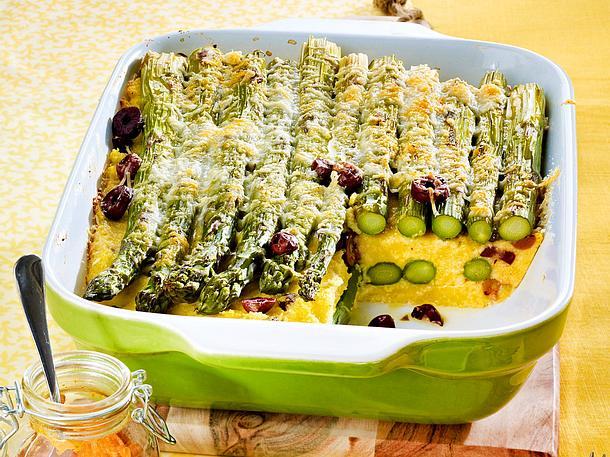 Polenta-Spargel-Auflauf mit Oliven und Paprika-Pesto Rezept